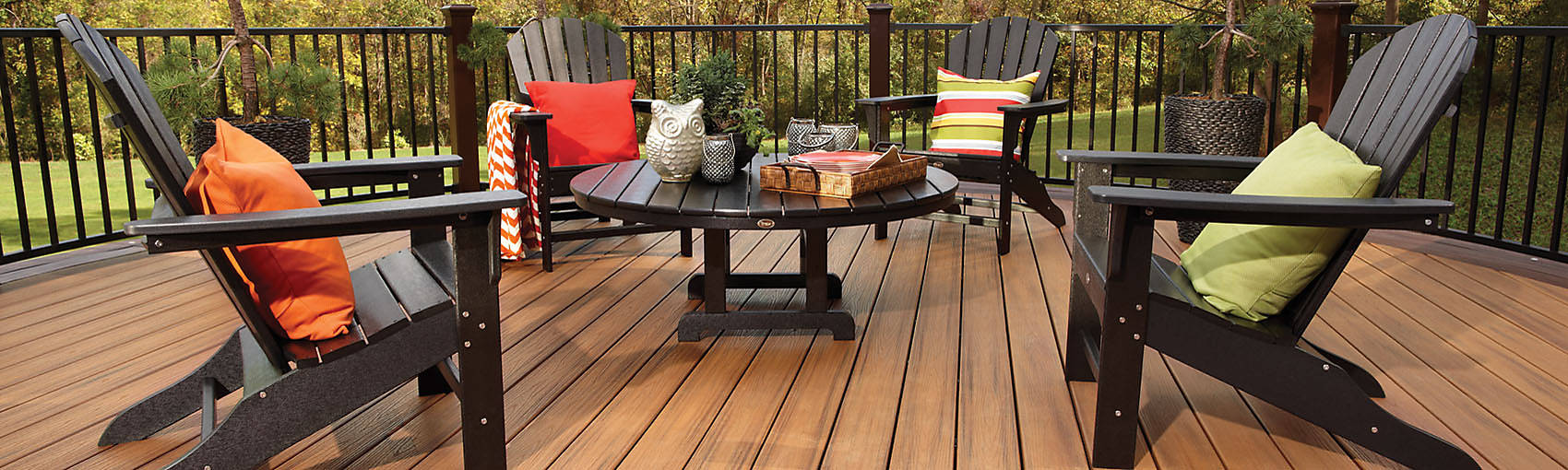 transcend-decking-reveal-railing-tiki-torch-chairs2