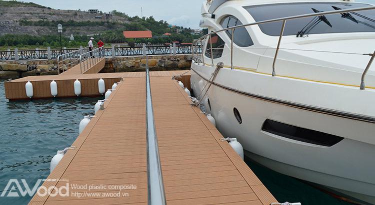 Lót sàn cầu cảng du thuyền
