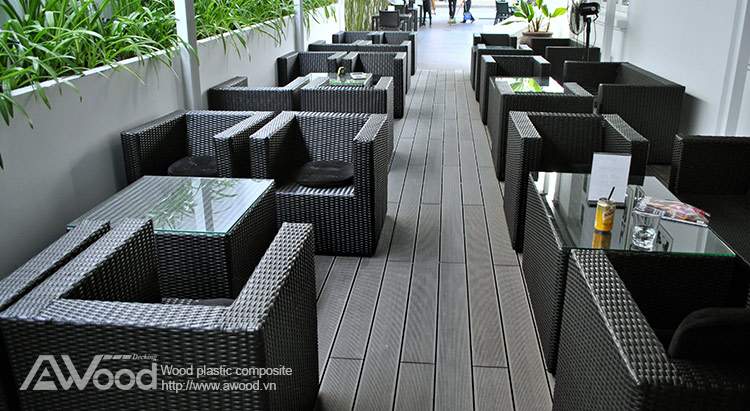 Sàn gỗ lót sàn quán cafe ngoài trời