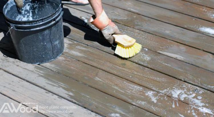 vệ sinh sàn gỗ awood